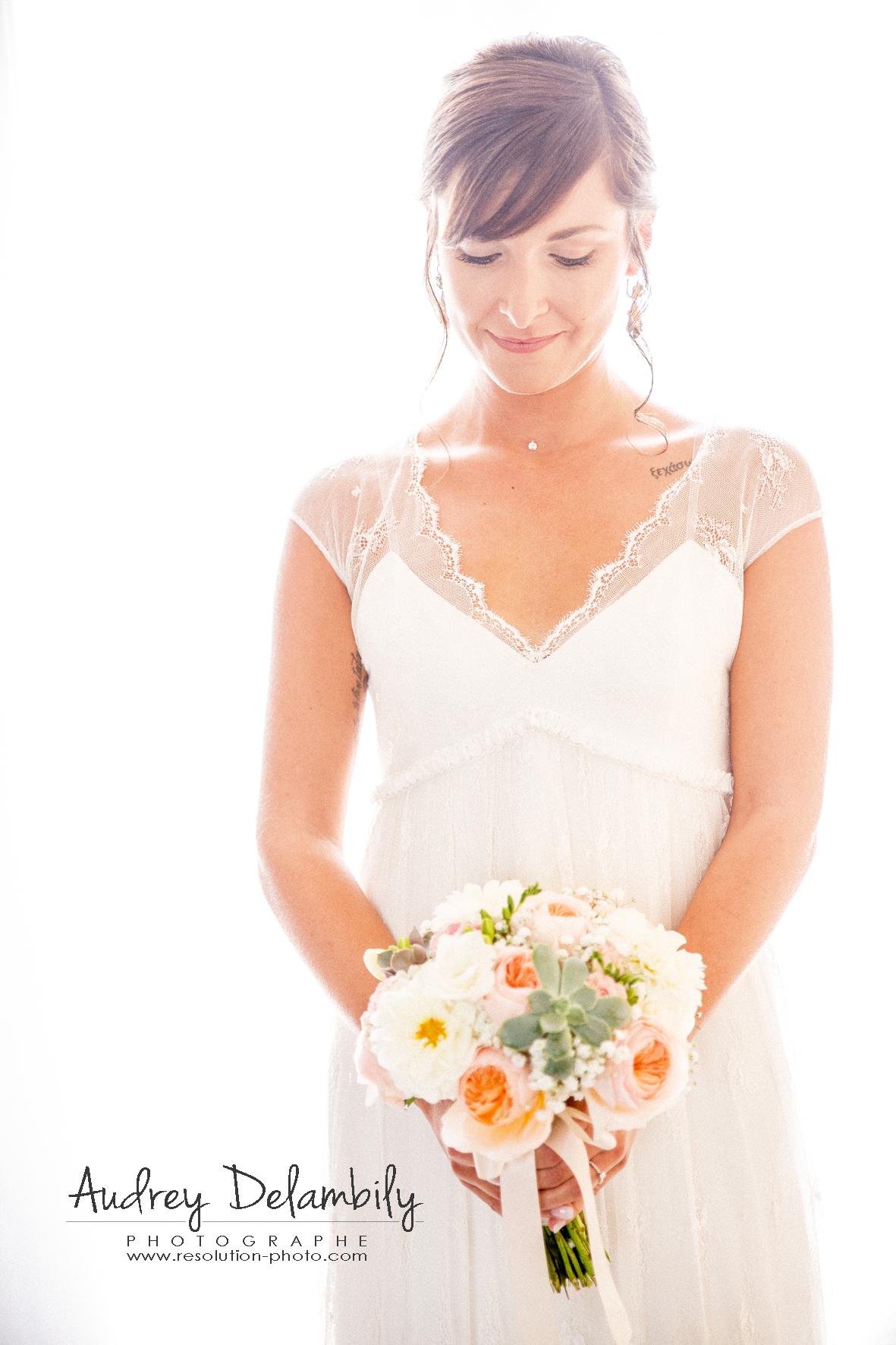 portrait-mariage-robe-bouquet-fleurs-photographe-toulon-var-audrey-delambily