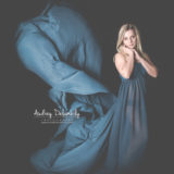 seance-femme-studio-robe-voile-audrey-delambily-photographe-toulon