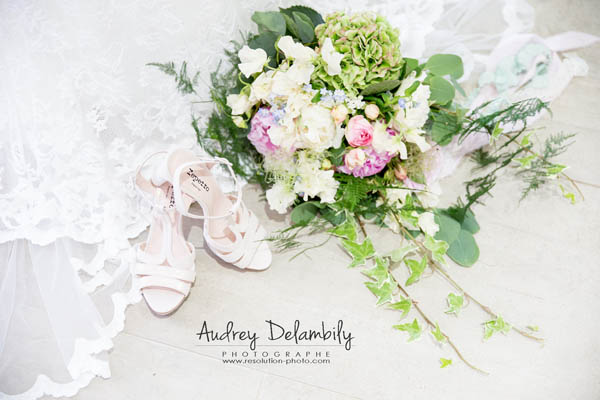 mariage-bouquet-dentelle-robe-chaussures-audrey-delambily-photographe-var