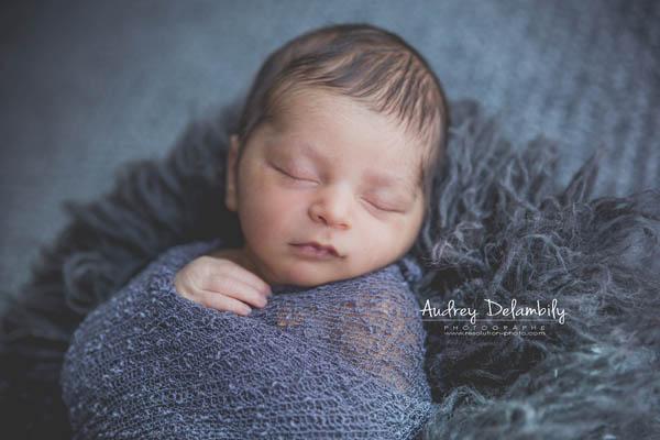 photographe-nouveau-né-wrapping-toulon-dort-bébé-lagarde-bandol-sanary