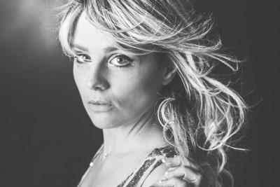 Portrait photo glamour d'une femme