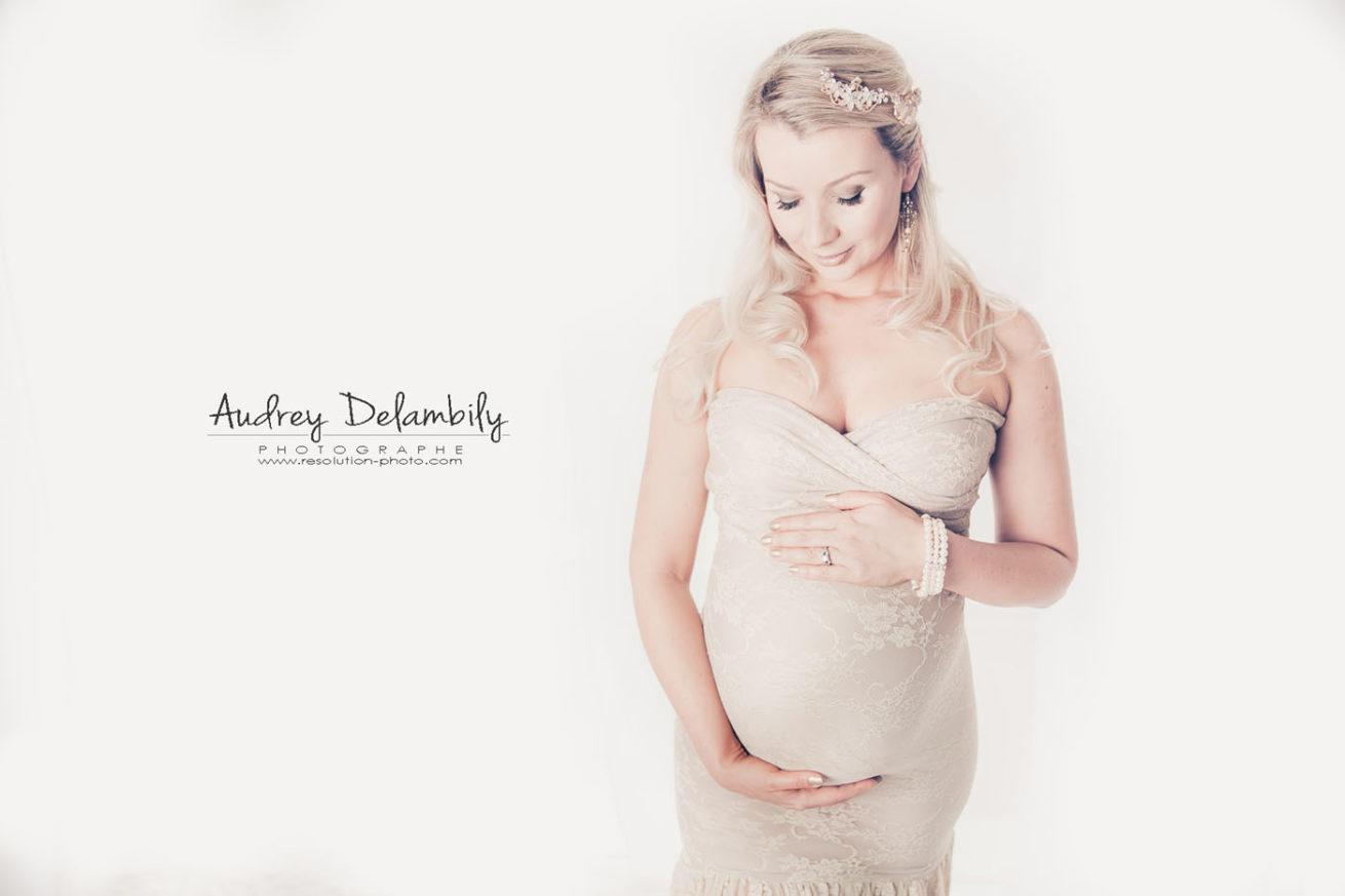 photographe-femme-enceinte-robe-grossesse-studio-toulon-var
