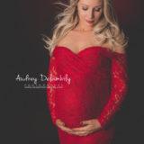 photographe-femme-enceinte-robe-rouge-dentelle-grossesse-studio-toulon-var-habana
